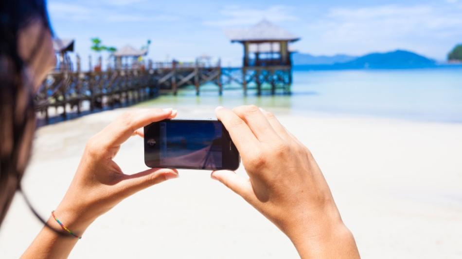 Woman-taking-pictures-with-smartphone
